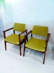 Pair of sitting chairs