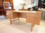 Oak desk by Oman Jun.